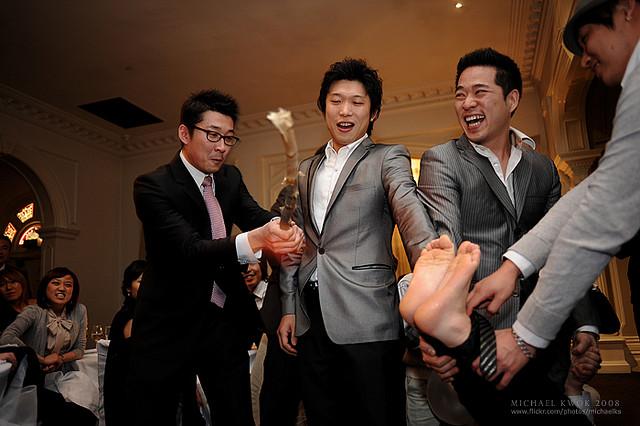 Beating the groom's feet Korea
