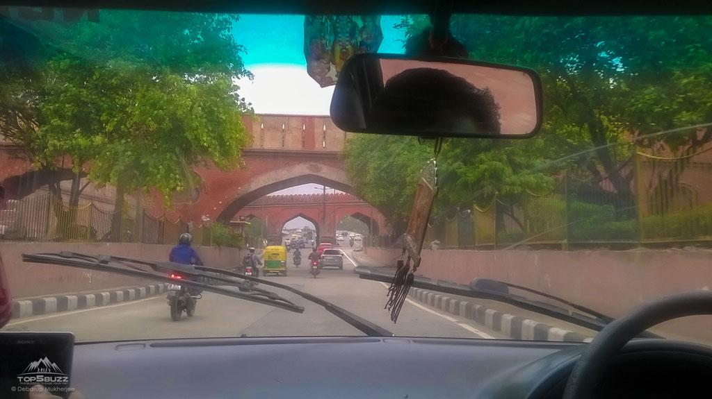 On The Way to Majnu-ka-tilla
