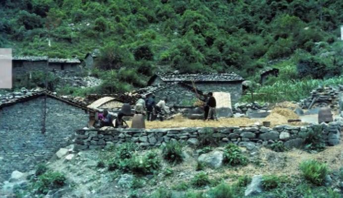 Dumre – Manang – Thorang La – Muktinath – Pokhara Trek