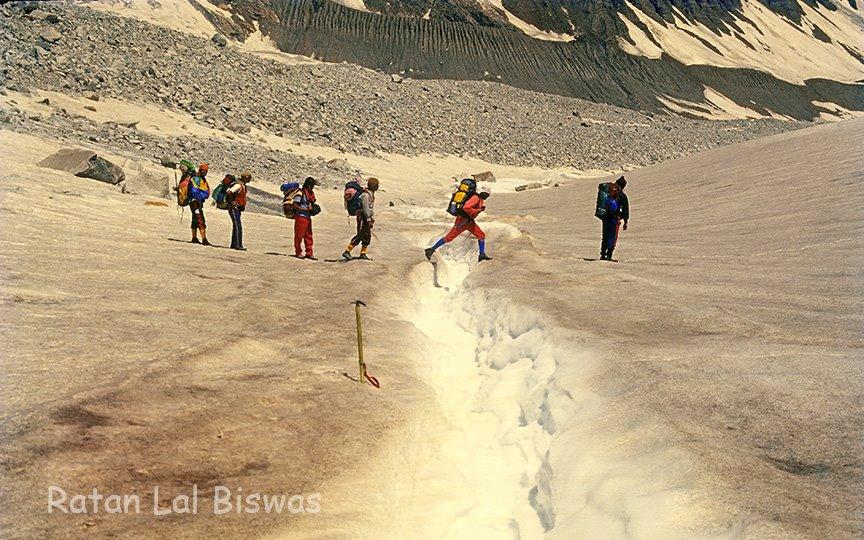 Jupkia glaciers Borashu Pass trek