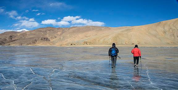 Trek along frozen Tso Moriri