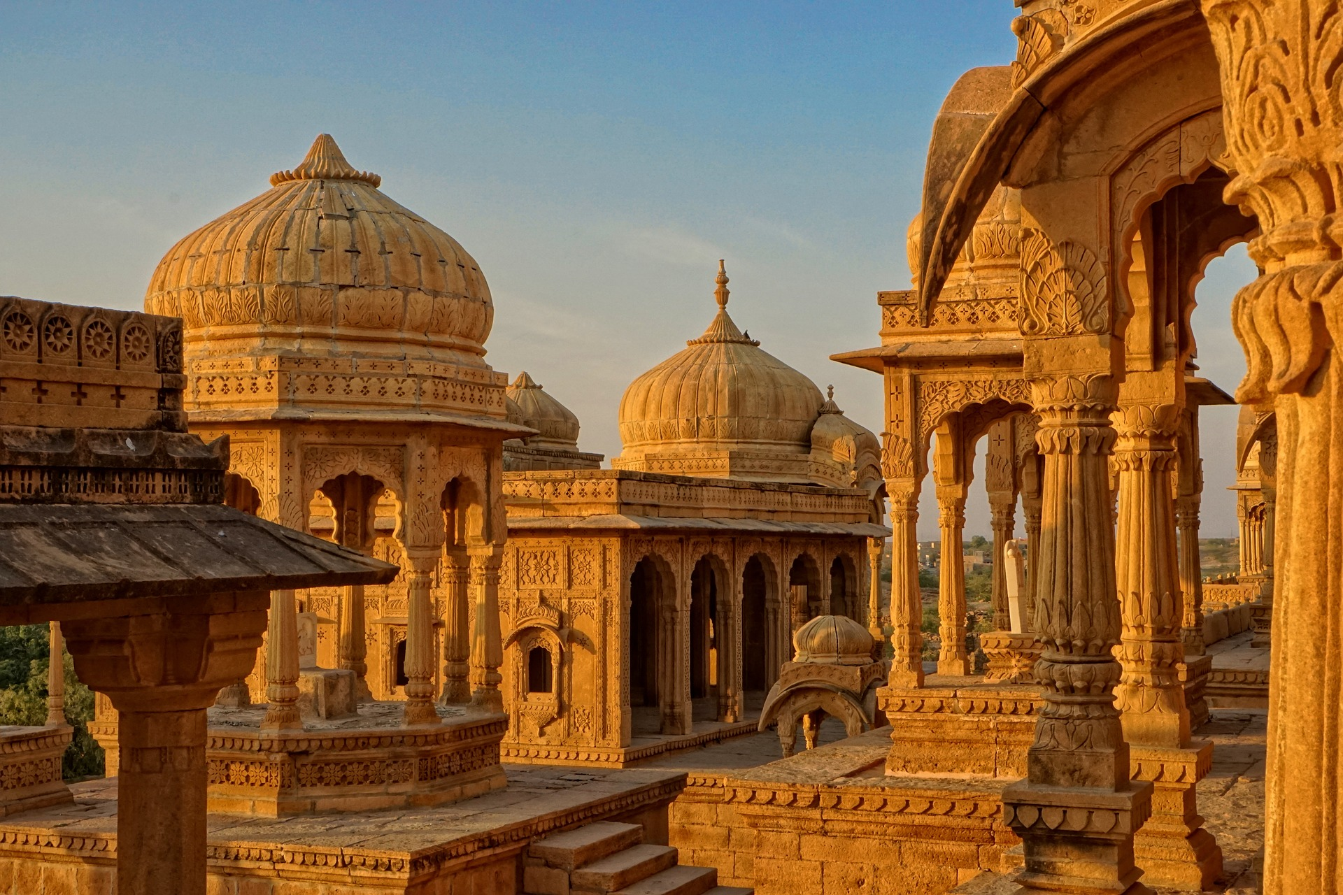 "jaisalmer ""width ="" 1920 ""height ="" 1280 ""srcset ="" https://www.topfivebuzz.com/wp-content/uploads/2019/08/jaisalmer. jpg 1920w, https://www.topfivebuzz.com/wp-content/uploads/2 019/08 / jaisalmer-300x200.jpg 300w, https://www.topfivebuzz.com/wp-content/uploads/2019/08 /jaisalmer-768x512.jpg 768w, https://www.topfivebuzz.com/wp-content/ uploads / 2019/08 / jaisalmer-1024x683.jpg 1024w, https://www.topfivebuzz.com/wp-content/uploads /2019/08/jaisalmer-630x420.jpg 630w, https: //www.topfivebuzz. DE / wp-content / uploads / 2019/08 / jaisalmer-640x427.jpg 640w, https://www.topfivebuzz.com/wp-content/uploads/2019/08/jaisalmer-681x454.jpg 681w, https: // www.topfivebuzz.com/wp-content/uploads/2019/08/jaisalmer-313x209.jpg 313w ""sizes ="" (maximum width: 1920px) 100vw, 1920px ""/> </noscript> There is no better way to do this Exploring the provincial town is unlike taking a bike tour in the area – such cycling can lead to unexpected situations – S0, your bike must be fully equipped with OEM motorcycle fairings to meet a mishap – the neighborhood is full of castles and palaces. </p> <p>  On a motorcycle tour you will most likely explore the small niches and corners of the metropolis and learn more about their history and heritage. </p> <h3><b>  4 Jaipur-Udaipur-Mount-Abu-Pushkar Motorcycle Expedition </b></h3> <p><img class="